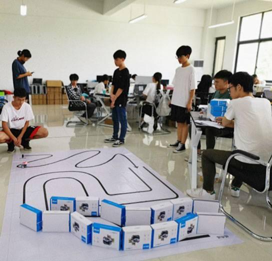"""桂林电子科技大学使用幻尔机器人举办""""芯联智能杯Qbot机器人大赛"""""""